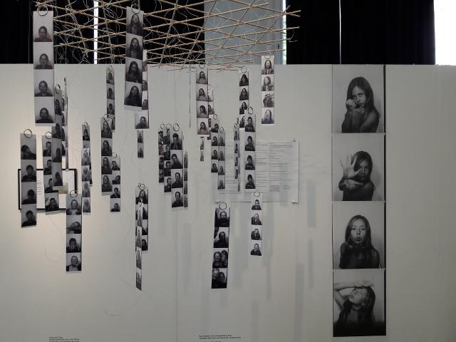 """UdK Rundgang: Bereich Kunst im Kontext; Installation mit Fotostreifen; Projekt mit Bernauer Schülern; """"Ver(sch)wende deine Zeit! Fotografie, Narration und Theater der Unterdrückten"""" - Katrina Blach"""