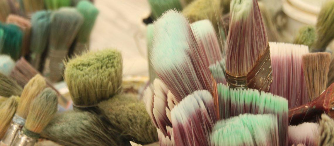 farbige Pinselborsten Nahaufnahme. Digitale Kunst steht im Kontrast zu diesem Bild