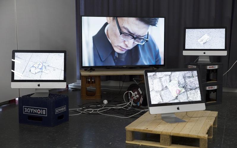 mehrere Screens Bildschirme mit bewegten Fotos digitales Kunstwerk LIQUID01 von Ray Washio
