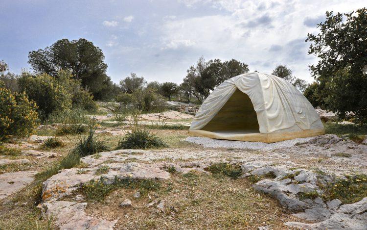 documenta 14 Kunstwerk Zelt aus Marmor Rebecca Belmore