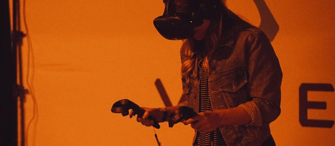 Immersion: Tragen von Virtual Reality Brille
