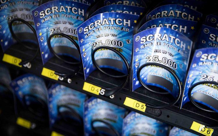 blaue Rubbellose in einem Automat mit dem Gewinn von Followern zum Artikel Likes kaufen
