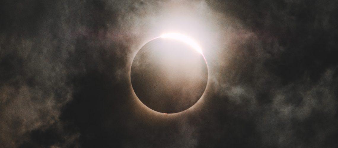 """Sonnenfinsternis zum Artikel: """"Die Google Suchanfrage nach der Sonnenfinsternis in den USA: 'my eyes hurt'"""""""