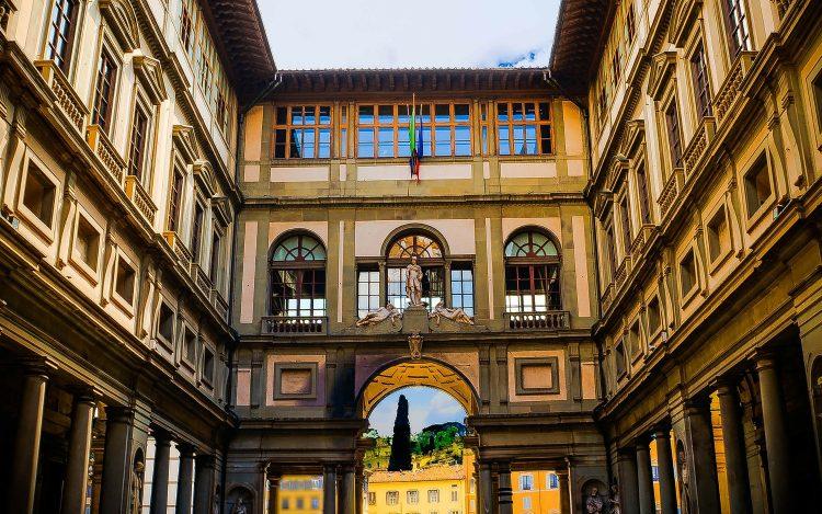 Außenansicht der Uffizi Gallerie in Florenz zum Artikel Übersetzungsapps in Museen