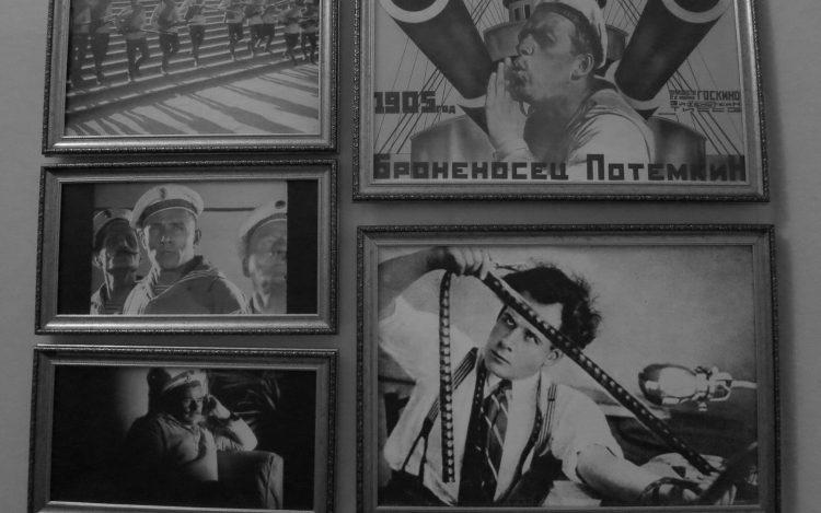 Gerahmte Bilder von Filmszenen von Sergei Eisenstein