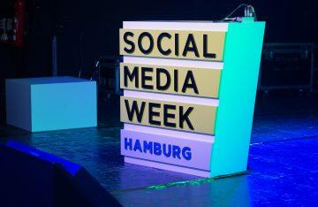 Stehpult zum Artikelthema Social Media Week 2018: Influencer Marketing, Community Building und mehr