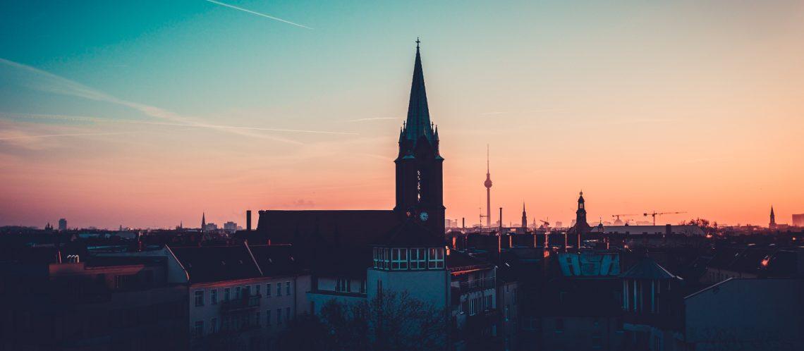 Stadt Turm Sonnenuntergang zum Artikelthema Februar: Top 10 Events in Berlin