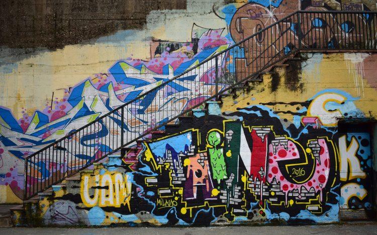 Treppe Graffiti Streetart zum Artikelthema Streetart Künstler: Online Graffitti für's Wohnzimmer buchen