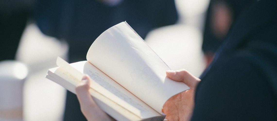 Frau am lesen
