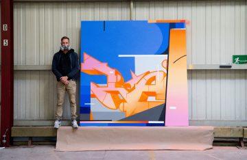 Kai Raws Imhof vor seinem Kunstwerk