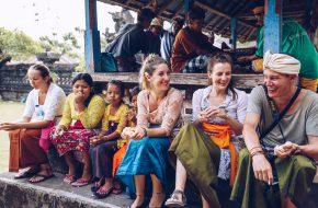 Reisebuchautorin Petra Hess in Indien, Indonesien